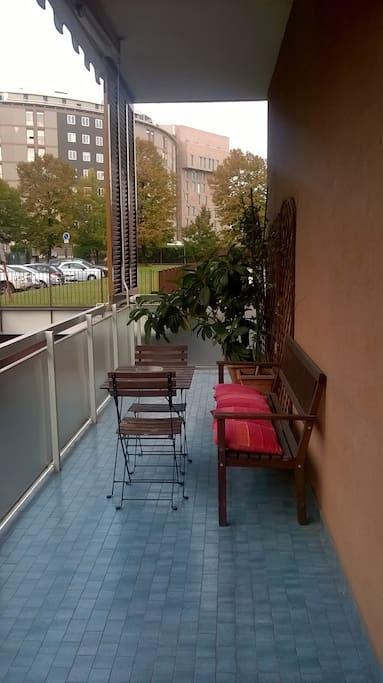 L'appartamento è il più vicino della zona all'Ospedale San Raffaele: come si vede dalla terrazza, è proprio di fronte!