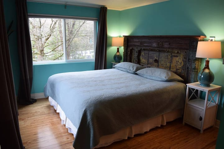 FF Room & Private Bath For Rent w/King Size Bed