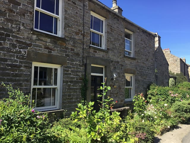 Anna's Cottage - Preston-under Scar, Wensleydale