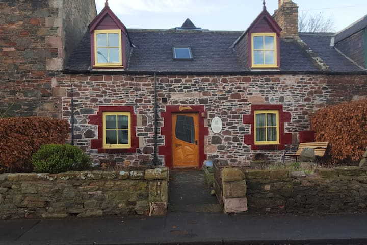 Small hobbit room & 1st morning breakfast - Earlston - Casa
