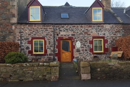 Small hobbit room & 1st morning breakfast - Earlston - Ev