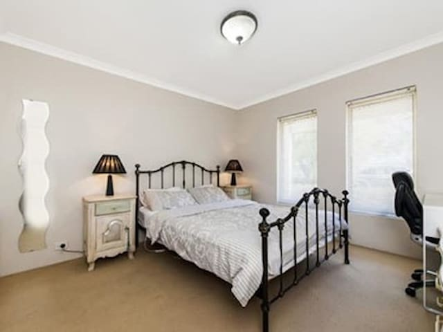 Watkins home - Queen Bedroom (1)