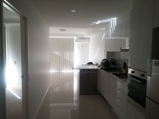 Brand New Apartment in Sydney - Merrylands - Pis