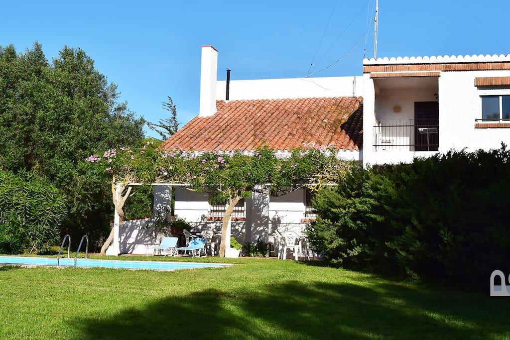 Amplio chalet con piscina privada en zahora para 8 casas for Casas en zahora con piscina