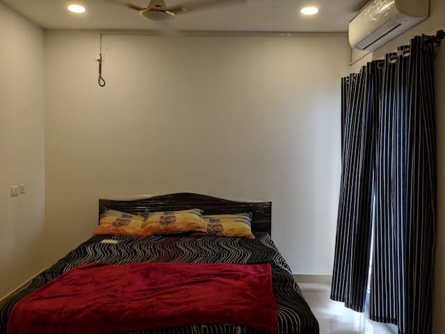 Main bed room with King size bed and split airconditioner