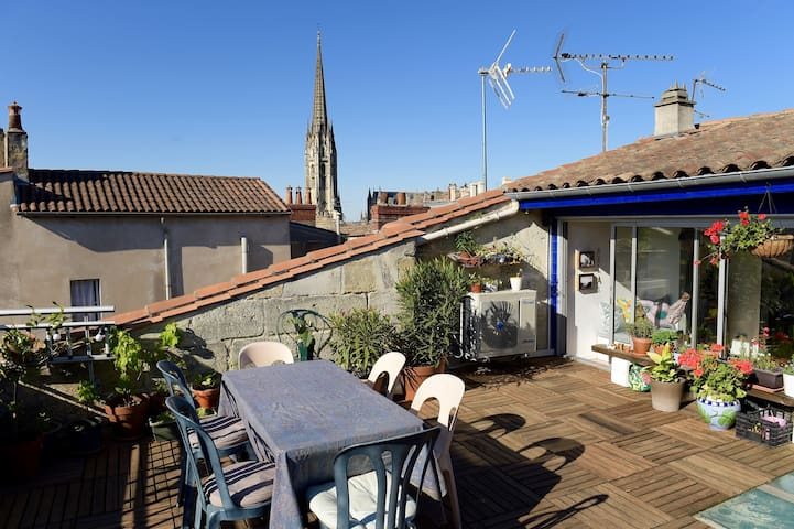 Duplex clim et terrasse centre ville appartements for Appartement bordeaux centre ville location