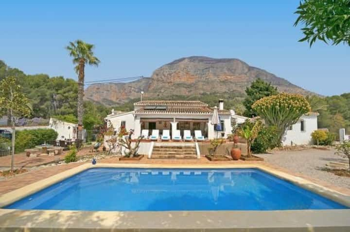 Peaceful villa on the montgo with great views