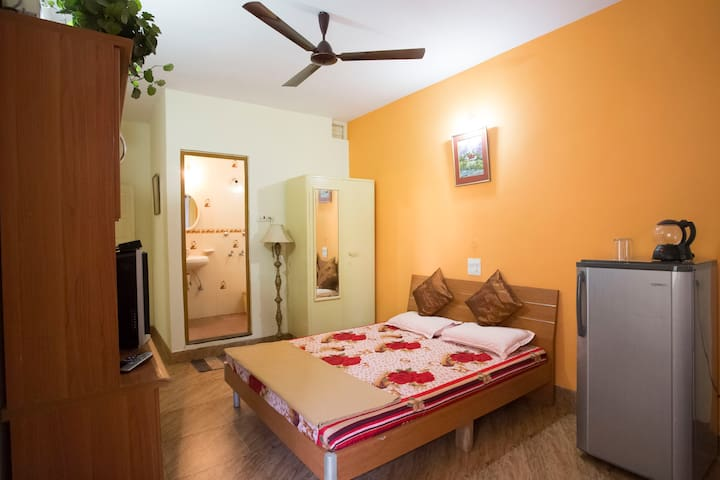 Room in a Villa at Miramar Beach, Panjim - Panjim - Apartemen