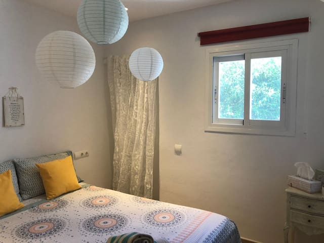 Sweet double bedroom close to Ibiza town