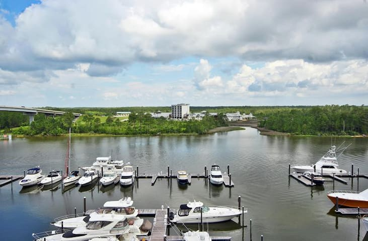 Wharf 613- Amazing Views from your very own 6th floor balcony! Enjoy all The Wharf has to offer including use of the  Oasis Water Park during your stay!
