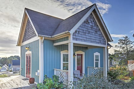 2BR Olivia Beach Camp Cabin w/ Jacuzzi & Fire Pit! - Lincoln City - Cabane