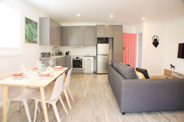 Brand New Purpose Built Guest House-Close to Manly