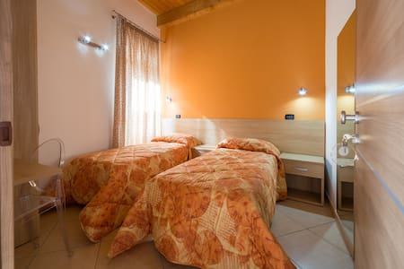 Romanoff 12 - Barcellona Pozzo di Gotto - Bed & Breakfast