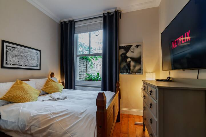 Luxury Private Double Room with Garden View  Maida Hill Free Wi-Fi