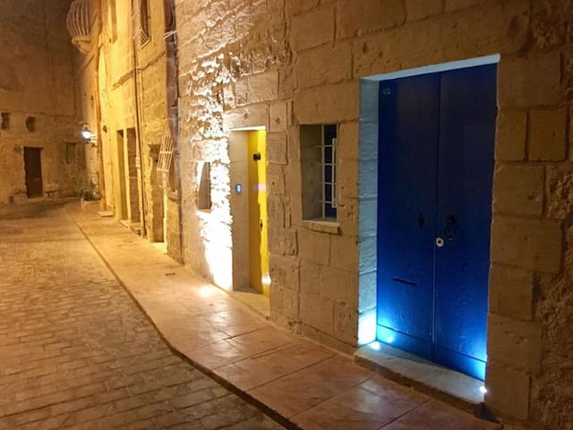 Maltese House of Character with a modern twist - Rabat - Ev
