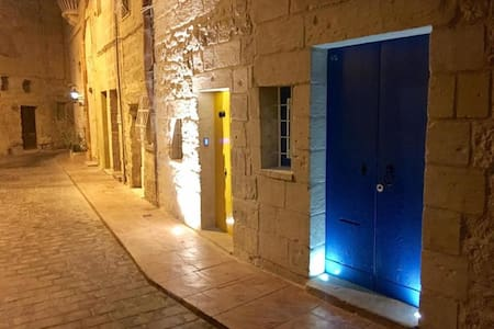 Maltese House of Character with a modern twist - Rabat - Casa