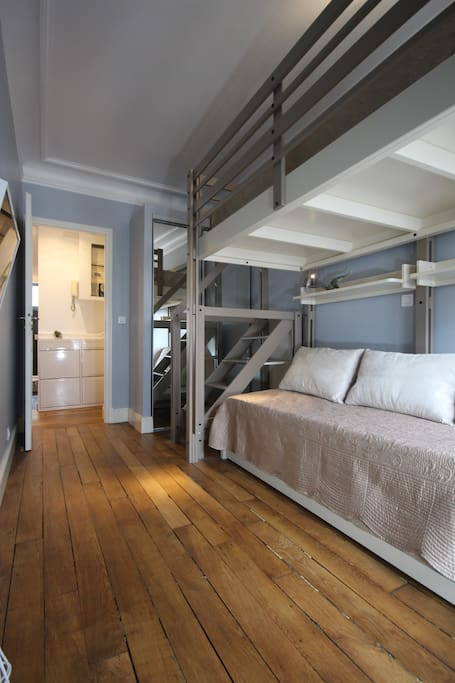 The awesome bunkbed in the second bedroom
