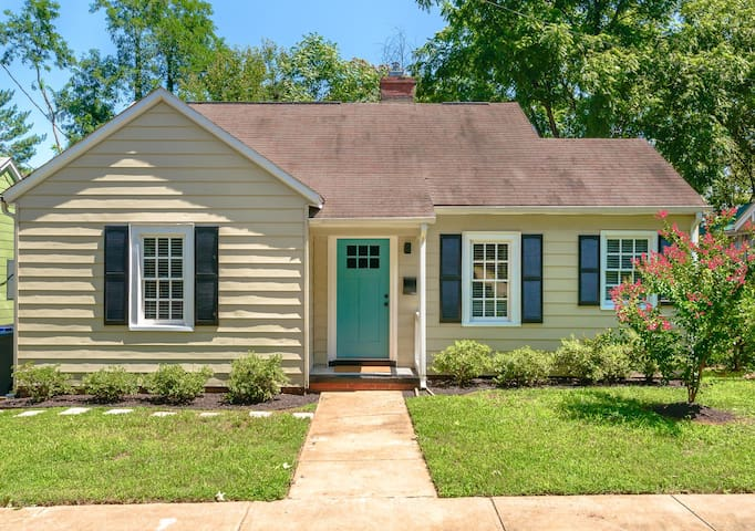 Sweet cottage close to Downtown, Old Salem and UNCSA