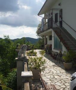 La Gallina Bianca, appartamento a Cavatore - Cavatore - Leilighet