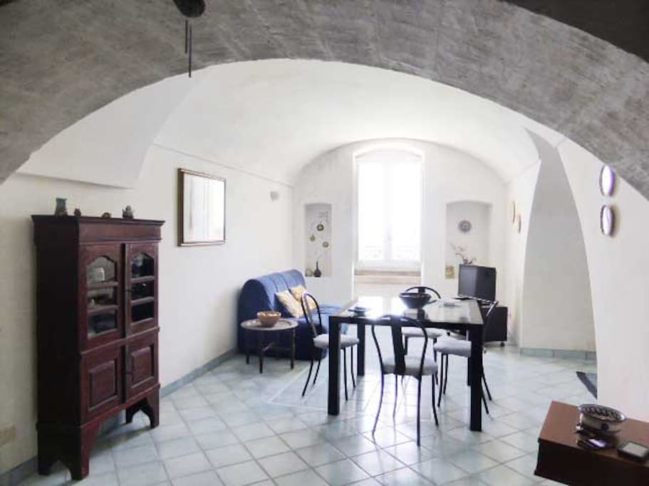 Area soggiorno-cucina