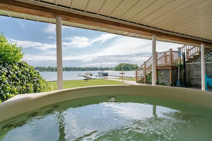 Fall Colors!  HOT TUB!  Beach Front!  PONTOON RTL