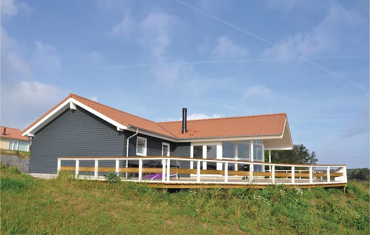 Holiday cottage with 4 bedrooms on 120 m² in Augustenborg