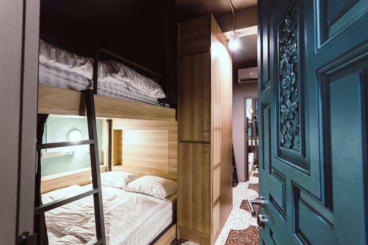 Mixed Dorm Queen Bed / Breakfast (Merge Hostel)