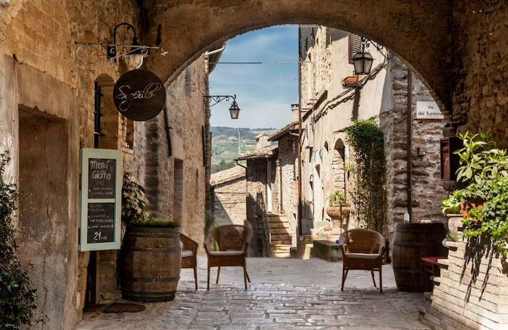 Il Castello di Torre del Colle da 8 a 28 ospiti - Bevagna - ปราสาท
