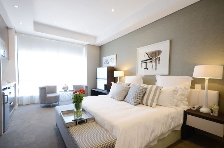 Luxury Apartment, Sandton Central