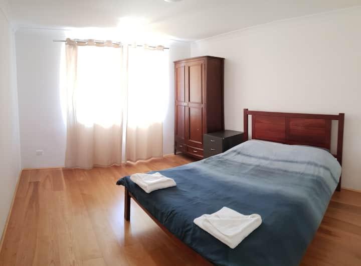 4 xbedroom house 15 min- airport, 20 min- city
