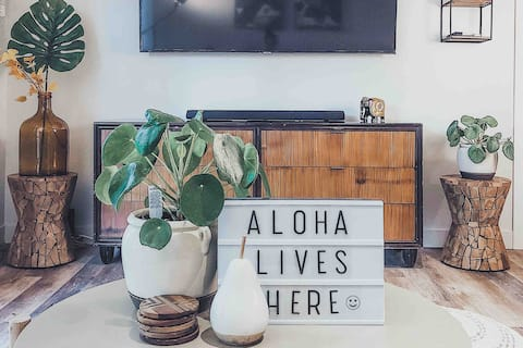 Luxe Lahaina Condo in the heart of West Maui