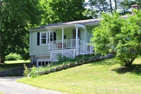 美国西马萨诸塞州乡村小别墅进十月山脉和appalachian trail - Villa