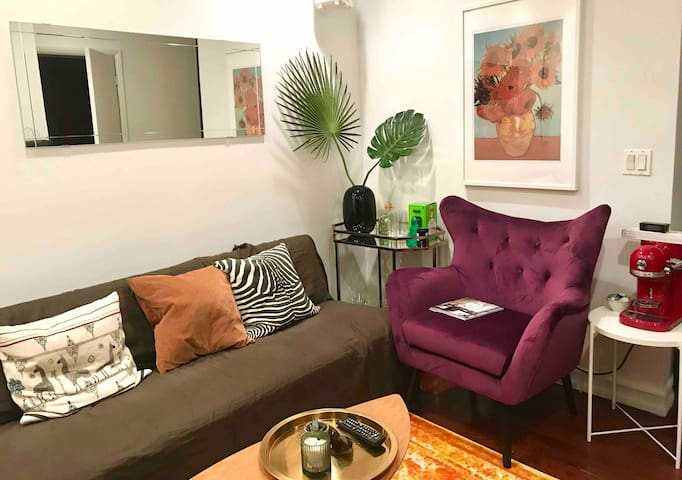 Room in Heart of NYC Art & Nightlife !