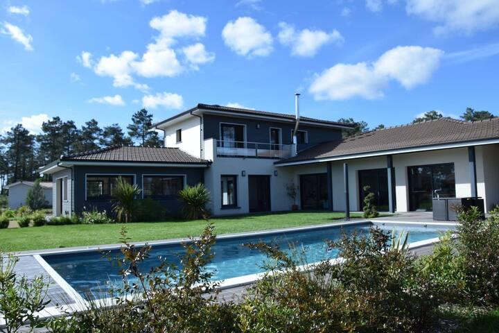 T1 luxueux au calme, terrasse, jardin, piscine