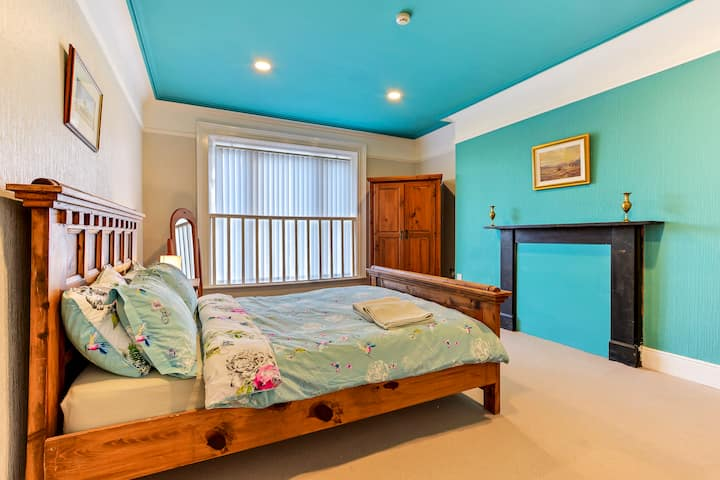Bedroom 6 at Crawford Square