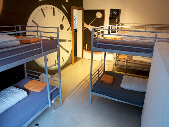 VIVA Hostel - 7 Bed Dorm - Chur