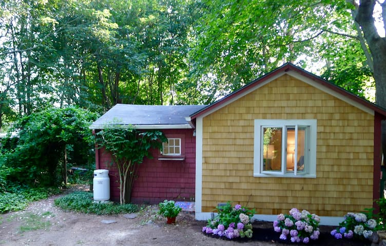 Charming renovated Wellfleet Hideaway
