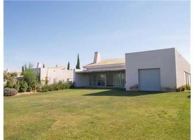 Lujosa villa, piscina privada, junto a la orilla - Huelva - วิลล่า