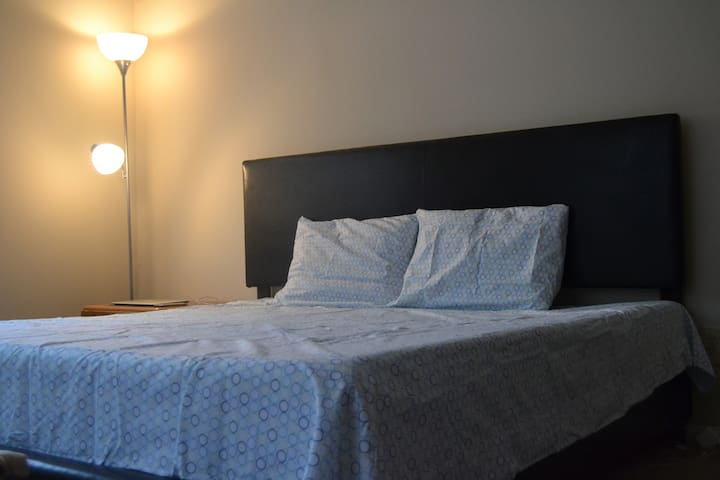 Quiet & Comfortable Bedroom - Dunwoody