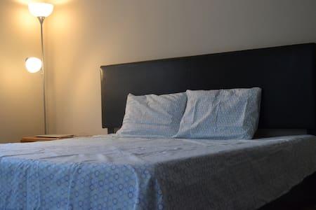Quiet & Comfortable Bedroom - Dunwoody