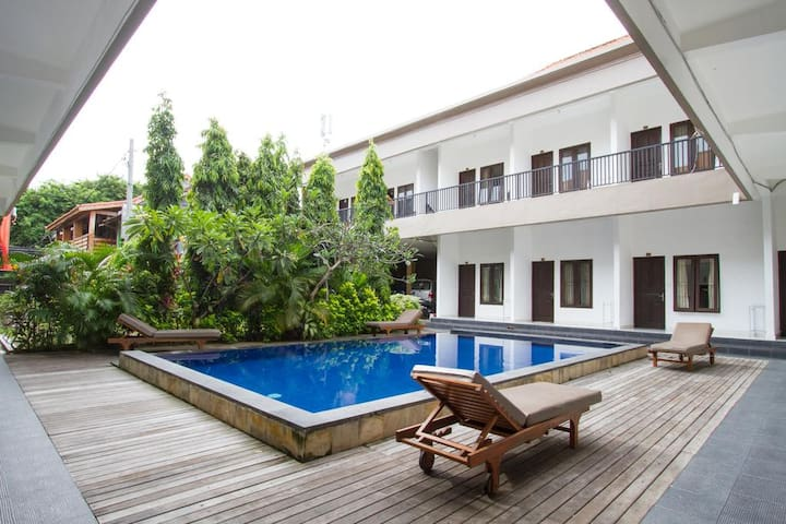 Modest & Cozy Seminyak En-suite w/ Wi-Fi & Pool