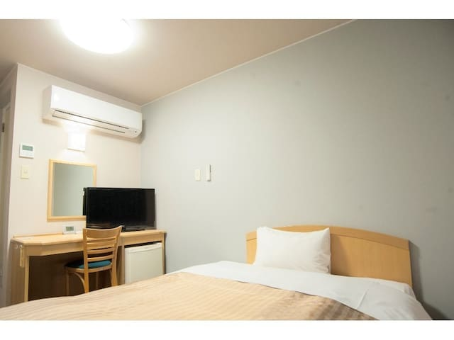 Quiet & Clean Room - Free Parking - Max 2 people