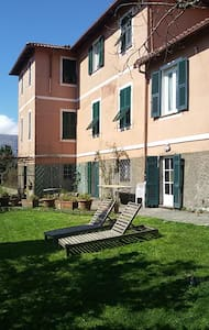 Villa Emilia 1  total relax - varese ligure SP - Bed & Breakfast