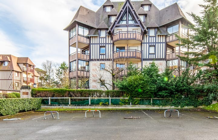 Nice and calm flat with veranda 400m to the beach in Tourgéville - Welkeys