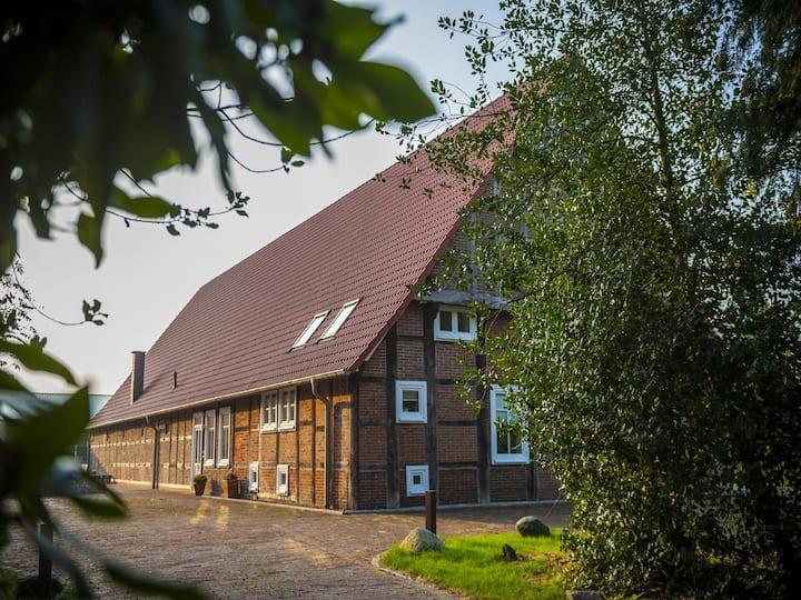 Ferienhof Bünne, großer Garten und Terrasse