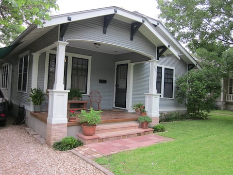 Elm Street Bungalow - private bath & entrance