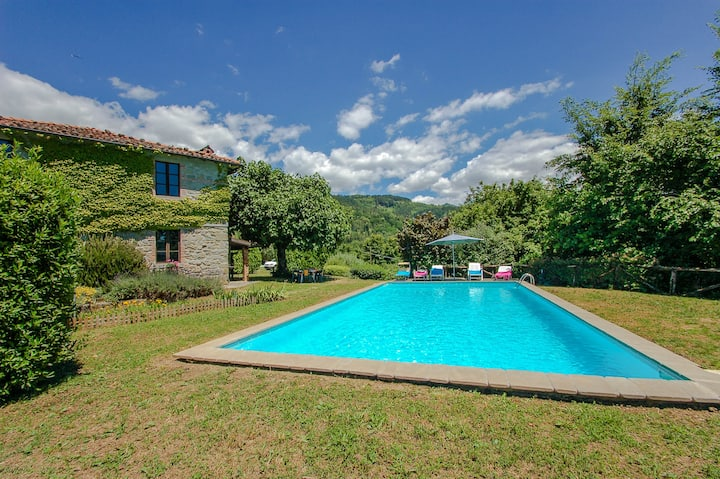 House with private pool in Garfagnana near village