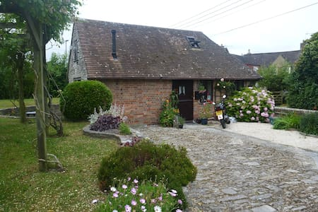 Pound Cottage; a self-contained, converted  Stable - Dorset - Dom