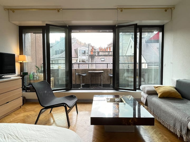 Luminous suite with terrace in the Old Town