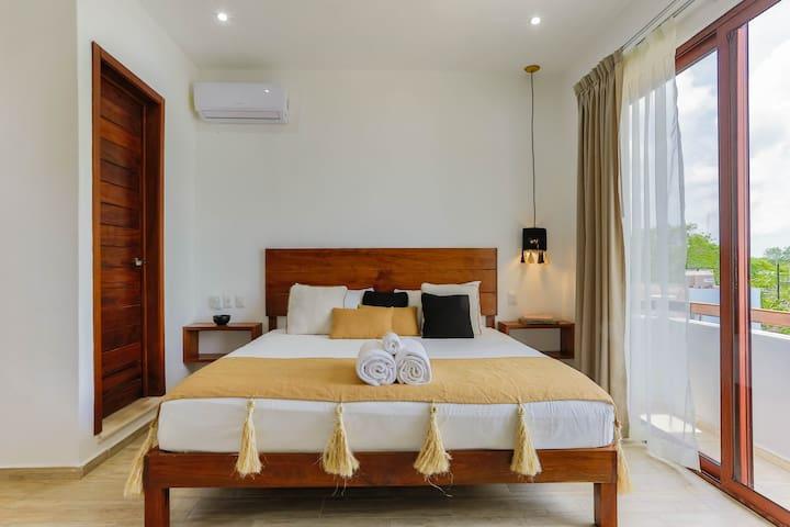 Luxury Room #5 W/ Balcony in Aparhotel + eBike